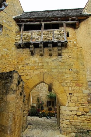 Saint-Pompont, Frankrig: la porte fortifiée