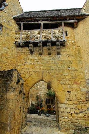 Saint-Pompont, Франция: la porte fortifiée