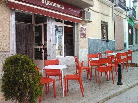 Enguera, Spania: Nuestra terraza y local