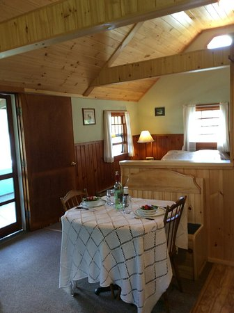 Barton, VT : Interior of cabin #8