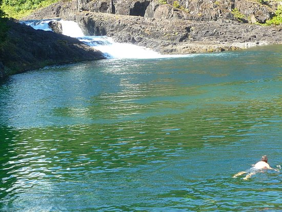 Campbell River, Canadá: swimming in deer lake.