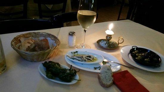 Marbella: Nice choice of Tapas at the bar