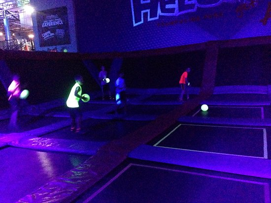 New Berlin, Висконсин: Glow in the dark dodgeball!