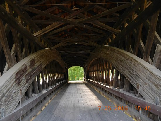 Conneaut, Οχάιο: Inside of one of the many covered bridges.