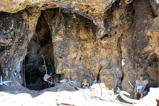 Múzeum praveku Prepoštská jaskyňa: Prepoštská jaskyňa - expozícia neandertálcov