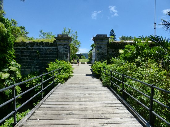 Hamilton, Bermuda: Gate