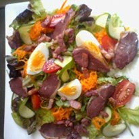 Chateauponsac, France: Duck and Lardon Salad