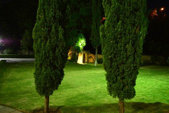 Mision Guanajuato: jardín interior