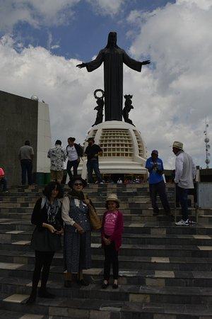 Monumento a Cristo Rey: Los fieles católicos y los que no lo son disfrutan de esta visita