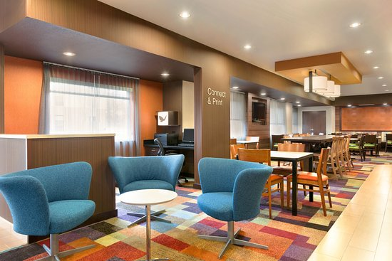 Fairfield Inn & Suites Youngstown Boardman/Poland : Lobby Seating Area