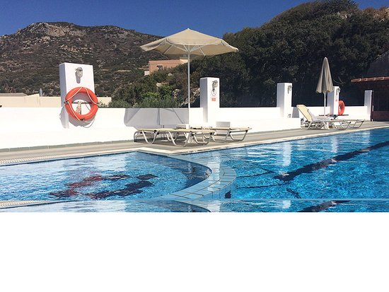 Kalo Chorio, Yunanistan: A clean swimming pool with quiet atmosphere and nice view!