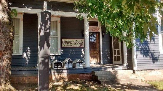 Defunct Books