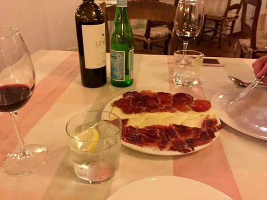 Bodegas Campos : Приятная атмосфера национального ресторана! Обслуживание на уровне! И очень вкусно!!!! Всем сове