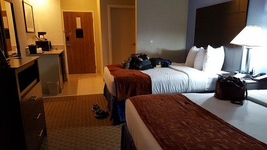 Baymont Inn & Suites Mundelein Libertyville Area Photo