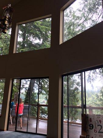 Poulsbo, Waszyngton: Huge windows