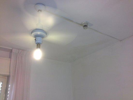 lampadario con pale : Hotel Lampada di Aladino: Lampadario con pale