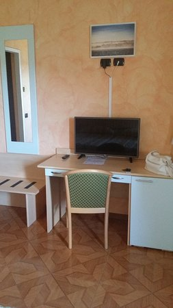 Hotel La Bussola: La table de travail