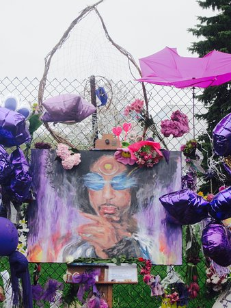 Chanhassen, MN: Tributes to Prince!
