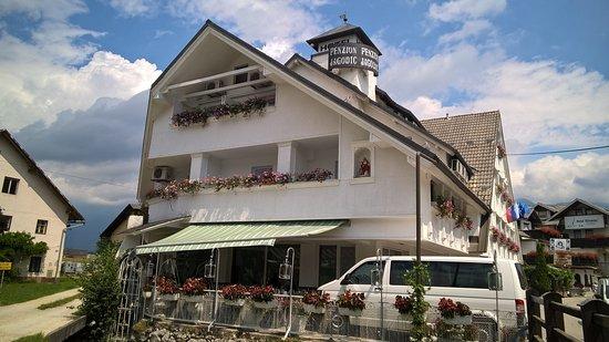 Cerklje, Σλοβενία: vista esterna all'arrivo