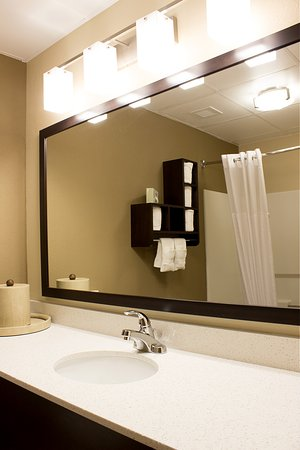 Comfort Suites Regency Park: Remodeled Bathrooms - May 2016