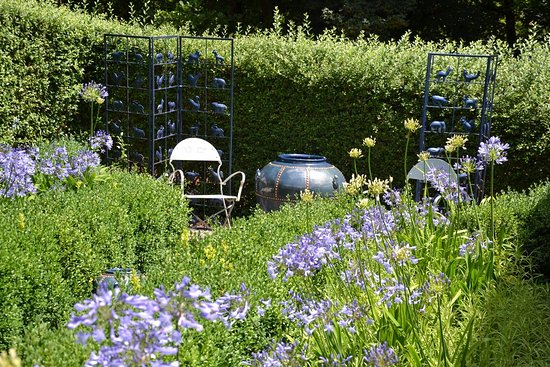 Varen, Francia: jardin bleu