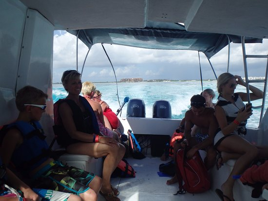 Mexico Travel Advisors Day Tours : ALL ON THE BOAT WAITING FOR THERE TURN