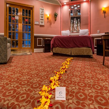 Rose petals package in swimming pool suite picture of - Inn of the dove swimming pool suite ...