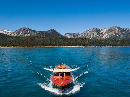 South Lake Tahoe, Californien: 1953 Chris Craft Venetian Water Taxi