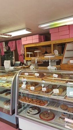 Egg Harbor, WI: pastry counter and pink boxes