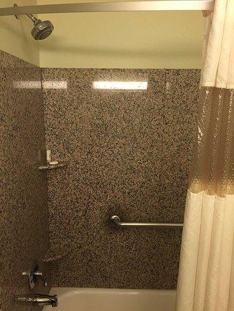 La Quinta Inn & Suites Las Vegas Airport South: Clean bathrooms