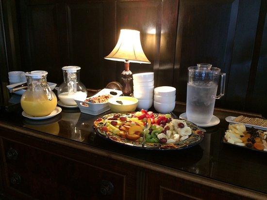 Beazley House: Fruit plate, yogurt, orange juice, milk, warm bacon