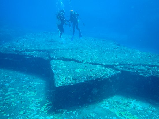 Yonaguni-jima Island: 謎が多く残る海底遺跡