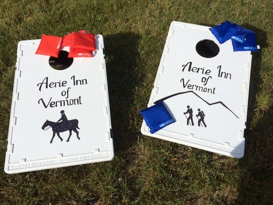Aerie Inn of Vermont: Fun outdoor games to play in our huge lawn!