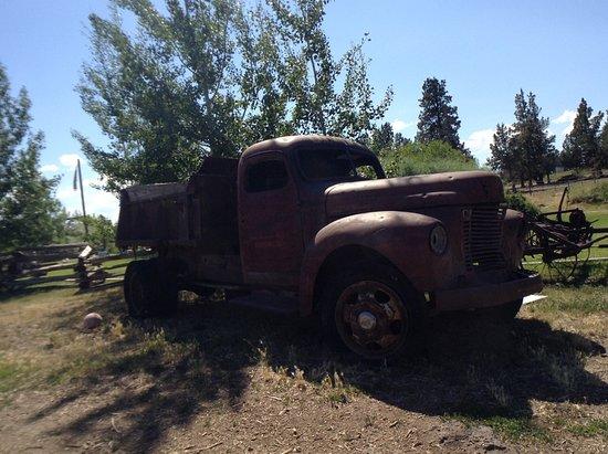 Terrebonne, OR: Old truck