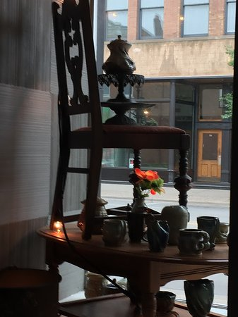 Blooming Grounds Coffee House: Window decor