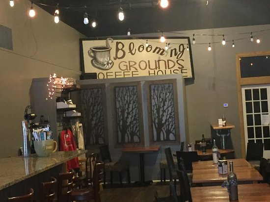 Blooming Grounds Coffee House: Decor inside restaurant