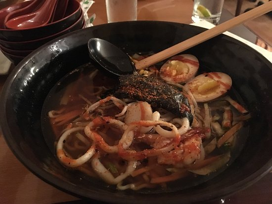 Bedford, Kanada: Sushi + seafood ramen