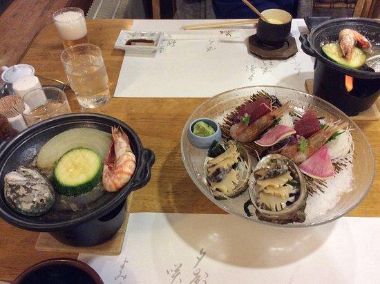 Yuni-cho, ญี่ปุ่น: メインのお造りと陶板焼き