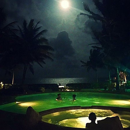 Coral Bay Villas : Full moon