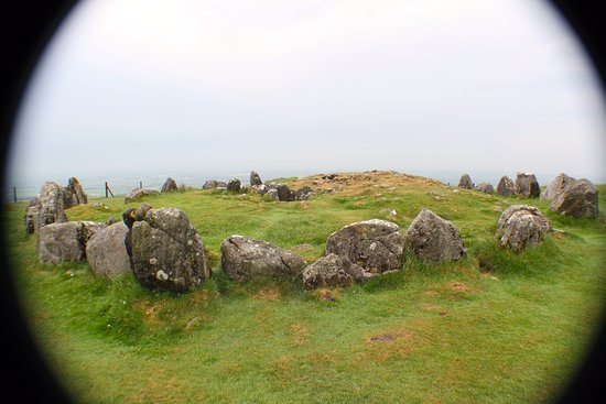 Oldcastle, Irlanda: One of the other cairns near Cairn T