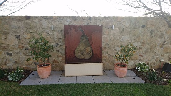 Willunga, Avustralya: view in courtyard