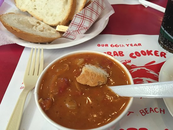 Crab Cooker Restaurant: Bread and Butter goes great with their Clam Chowder.