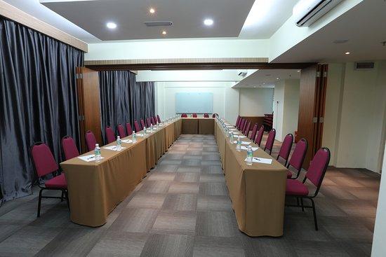 Interior - Picture of Perth Hotel, Senai - Tripadvisor