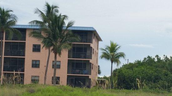 Ocean's Reach Condominiums: Our unit was top corner perfect for sunrises