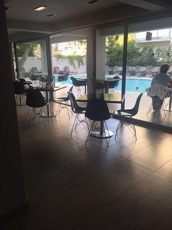 Oktober Downtown Rooms: Sala ristorante