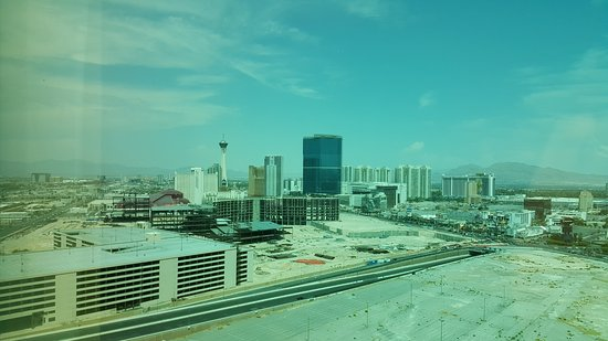 Trump International Hotel Las Vegas: A hot and dusty Vegas afternoon ... not truly an attractive room view!