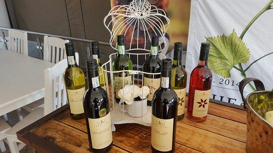 Eikenhof, Νότια Αφρική: Vaal route wine tasting at The Art Farm great vibe.