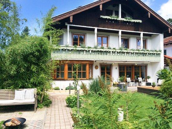 Tolles Haus am Starnberger See - Nana. Einfach Sein Bed & Breakfast ...