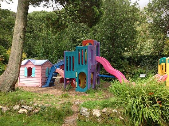 Bower House Inn: Lovely gardens