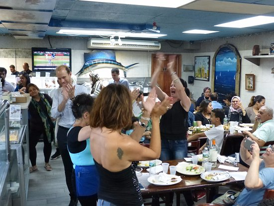 Astoria Seafood Masa Beklerken
